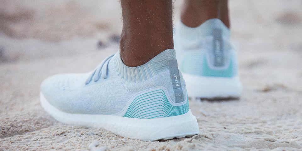 Adidas realizzate con materiali riciclati provenienti da PET post consumo.