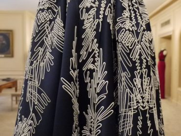 Special embroidery. broderie spéciale.Esempio di ricamo Speciale Cornely su abito. Ricami speciali