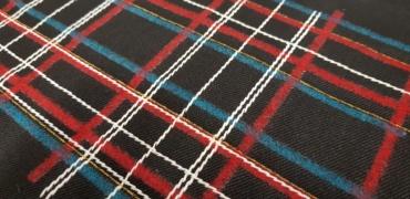 Mix punti di ricamo con tartan agugliato mediante feltro di lana di diversi colori